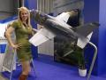 Maketa L-39 NG s modelkou